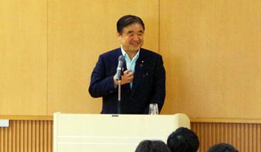 現職の大臣が本学で特別講義を行いました