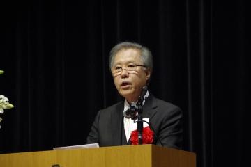 謝辞を述べるケネス田中教授
