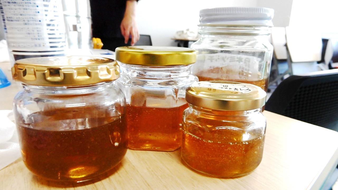採れたハチミツ