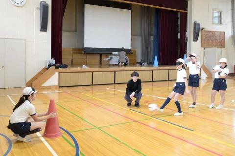 スポーツマネジメントゼミが江東区立小学校にてオリンピック・パラリンピック授業を実施しました03