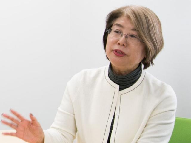 人間科学部教授の小西聖子先生